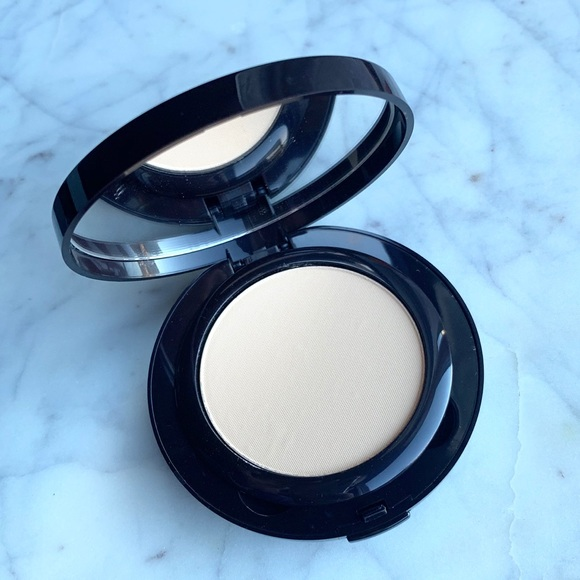 Sephora Other - Laura Mercier Smooth Finish Foundation Powder